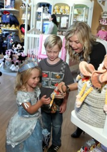 Alison Sweeney shopping with children in store