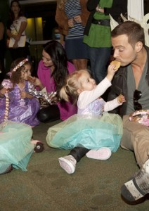 Joey Lawrence & daughters